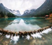 Lago di Dobbiaco o Toblacher vede in Italia Fotografia Stock