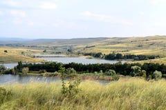 Lago di estate di immagine fra le montagne Fotografia Stock Libera da Diritti