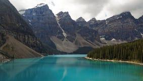 Lago di estate, parco nazionale moraine di Banff Fotografia Stock Libera da Diritti