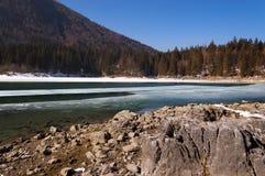Lago di Fusine nell'inverno - Friuli Italia Immagini Stock Libere da Diritti