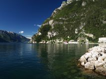 Lago di Garda. Morgens bei Sonnenschein fotografiert am Nordufer bei Riga Royalty Free Stock Image