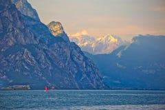 Lago di Garda ed alta vista delle scogliere Immagini Stock