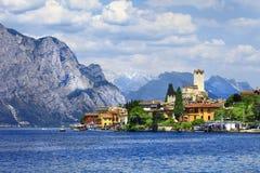 Lago Di Garda mening met kasteel Stock Afbeelding