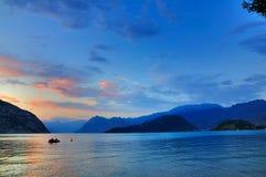 lago由黄昏的di Iseo,意大利 免版税库存图片