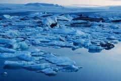 Lago di Jokulsarlon, a sud dell'Islanda Fotografia Stock