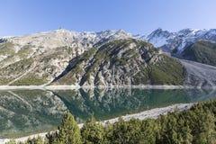 Lago di Livigno, lago mountain nella zona di frontiera delle alpi di Italien e dello svizzero Fotografia Stock Libera da Diritti