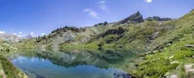 Lago di Loie i italienska fjällängar Arkivfoto