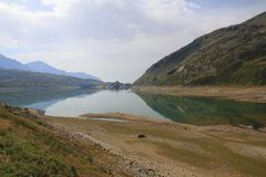 Lago Di Montespluga, δεξαμενή, στο πέρασμα βουνών Spluegen στην Ιταλία, Λομβαρδία Στοκ Εικόνες