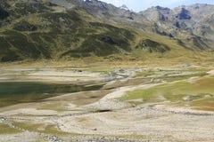 Lago Di Montespluga, δεξαμενή, στο πέρασμα βουνών Spluegen στην Ιταλία, Λομβαρδία Στοκ φωτογραφία με δικαίωμα ελεύθερης χρήσης