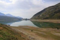 Lago di Montespluga, réservoir, dans le passage de montagne de Spluegen en Italie, la Lombardie Images stock