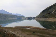 Lago di Montespluga, réservoir, dans le passage de montagne de Spluegen en Italie, la Lombardie Photo stock