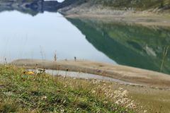 Lago di Montespluga, réservoir, dans le passage de montagne de Spluegen en Italie, la Lombardie Photo libre de droits