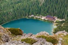 Lago di pleso di Popradske con la casa di coperture turistica Fotografia Stock