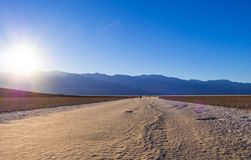 Lago di sale impressionante di Badwater al parco nazionale California - DEATH VALLEY - CALIFORNIA di Death Valley - 23 ottobre 20 Fotografia Stock