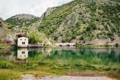 Lago di San Domenico, Abruzzo, Itália imagem de stock royalty free