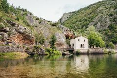 Lago di San Domenico, Abruzzo, Italia Immagine Stock
