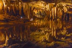 Lago di sogno nelle spelonche di Luray immagini stock
