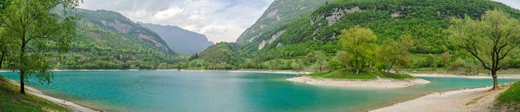 Lago di Tenno (Trentino, Itália), panorama alto do res fotos de stock royalty free