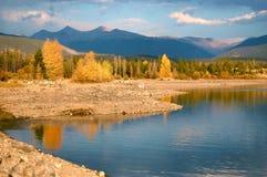 Lago Dillon, CO - colores de la caída de la reflexión de la montaña Fotos de archivo libres de regalías