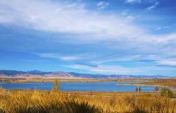 Lago distante en la pradera foto de archivo libre de regalías
