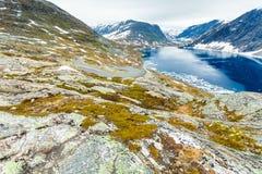 Lago Djupvatnet, Noruega Foto de Stock
