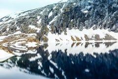 Lago Djupvatnet, Norvegia Immagine Stock