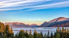 Lago do Alasca impressionante mountain foto de stock royalty free