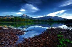 Lago do espelho da montanha imagem de stock