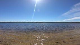 Lago do norte no dia ensolarado vídeos de arquivo