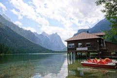 Lago Dobbiaco - dolomia, Italia Fotografia Stock