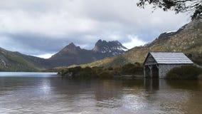 Lago dove e montagna della culla archivi video