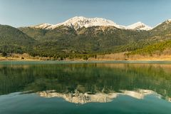 Lago Doxa nel Peloponneso Grecia Una bella destinazione turistica Fotografia Stock