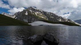 Lago dragon un lasso di tempo alpino del lago 4K archivi video