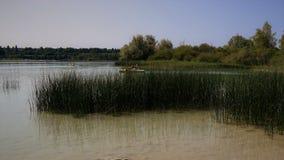 Lago du chalain França, atividades dos watersports dos barcos imagem de stock
