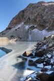 Lago Duchinski in montagne di Caucaso Fotografia Stock Libera da Diritti