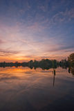 Lago durante o por do sol Fotografia de Stock