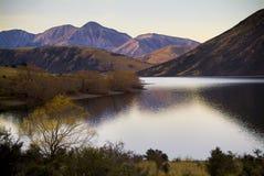 Lago dusk Imagenes de archivo