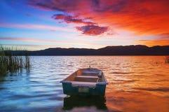 Lago e barca Immagini Stock