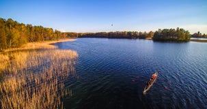 Lago e barca di sport immagine stock libera da diritti
