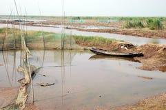 Lago e barche di legno fotografia stock libera da diritti
