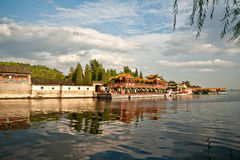 Lago e barco Imagens de Stock