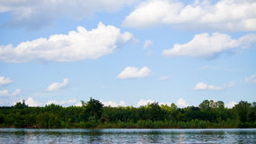 Lago e bello cielo Fotografie Stock Libere da Diritti