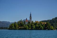 Lago e castello sanguinati, Slovenia fotografia stock