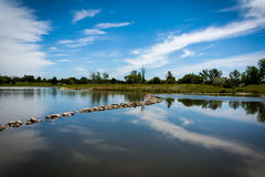 Lago e cielo blu Fotografia Stock Libera da Diritti