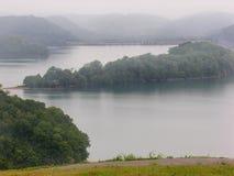 Lago e diga Immagini Stock Libere da Diritti