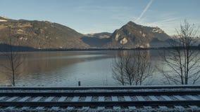 Lago e ferrovia della Svizzera Immagine Stock