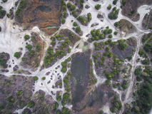 Lago e floresta durante o tempo de mola Vista de acima Dabrowa Gorn foto de stock royalty free