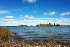 Lago e isla Imagen de archivo libre de regalías