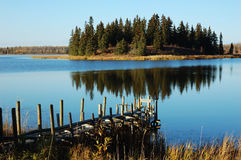Lago e isla Imágenes de archivo libres de regalías