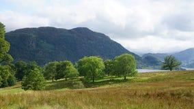 Lago e montagna a Ullswater fotografia stock